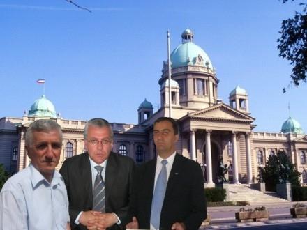 Halimi Nikoli i Mitrovic ispred Narodne skupstine - ilustracija