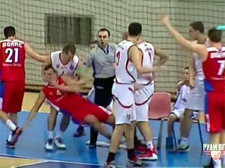 Isključeni igrači, pomoćni treneri i direktor Borca; Foto: YouTube printscreen