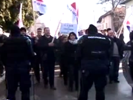 Protest SNS-a zaustavilla žandarmerija FOTO B92, screenshoot