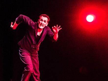 Greg Goldston na sceni; Foto: Promo