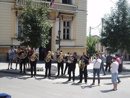 Proslava u centru Vranja posle jedne od pobeda u Guči. Foto: OK Radio