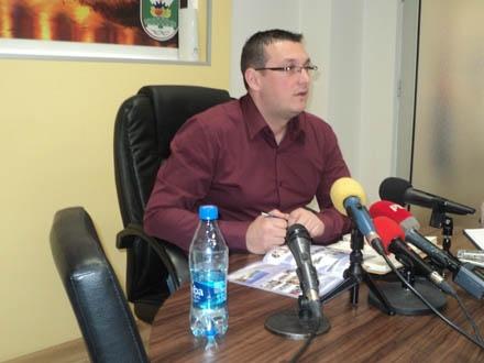 Mladenović najavljuje nova zapošljavanja. Foto: S.Tasić/OK Radio