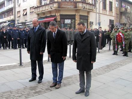Delegacija Grada Vranja odaje počast FOTO: D. Ristić/OK Radio