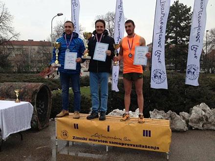 Pobednici na postolju u Nišu. Foto: AK Vranjski maratonci