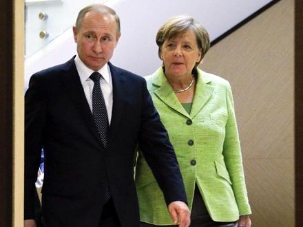 Vladimir Putin i Angela Merkel FOTO: AP