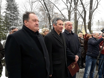 Delegacija grada odaje počast Bori Stankoviću FOTO: vranje.org.rs