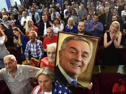 Đukanović ubedljivo pobedio i izbegao drugi krug izbora FOTO: AP/R. Božović