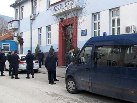 Policija traga za osumnjičenim. Foto: S.Tasić/OK Radio