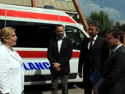 Donirano višenamensko sanitetsko vozilo FOTO: vranje.org.rs