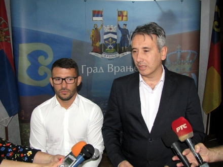 Štefanek sa gradonačelnikom Milenkovićem FOTO: D. Ristić/OK Radio