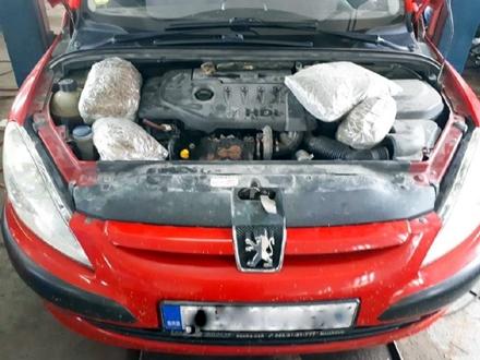 Paketi spakovani u tapacirungu i ispod haube FOTO: Uprava carina
