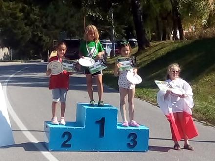 Maša Jović na pobedničkom postolju FOTO: Facebook/Skijaški klub Besna Kobila