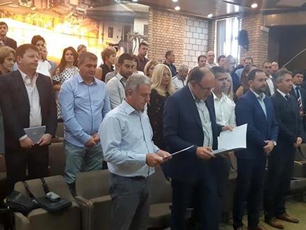 Zdravković i Pejić polažu zakletvu. Foto: vranje.org.rs