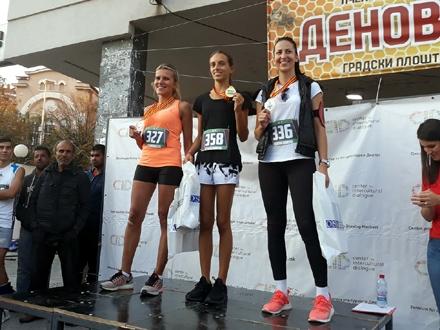 Aleksandra Kržalić na pobedničkom postolju FOTO: AK Vranjski maratonci