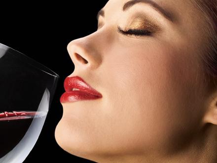 Vino je fino, ali izaziva jeziv mamurluk FOTO: Profimedia