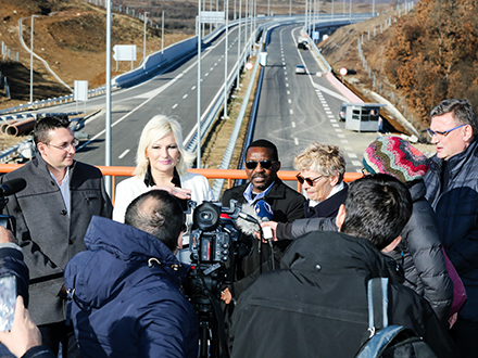 Ministarka Mihajlović u Vladičinom Hanu. Foto: Ministarstvo građevinarsttva