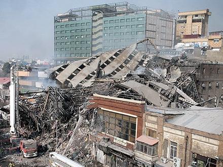 Iz ruševina izvučeno četvoro povređenih FOTO: Reuters