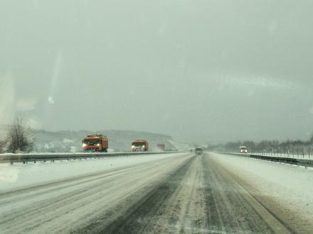Sneg jači od putara FOTO: S. Tasić/OK Radio