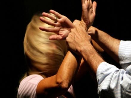 Ženu maltretirao i tukao žaračem po glavi i telu FOTO: Thinkstock/ilustracija