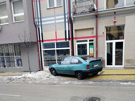 Parkiranje u ulici Lole Ribara. Foto: Privatna arhiva