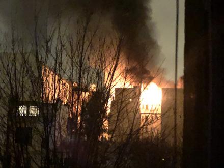 Požar je izbio u zgradi od osam spratova FOTO: Twitter/Chevallier Laetitia
