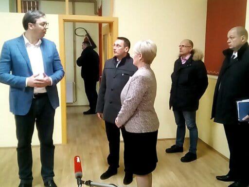 Vučić sa predsednikom opštine Vladičin Han. Foto: S.Tasić/OK Radio