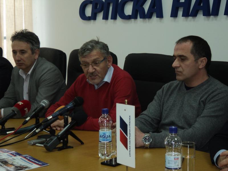 Goran Đorđević (u sredini) šipkama udaren u glavu. Foto: S.Tasić/OK Radio