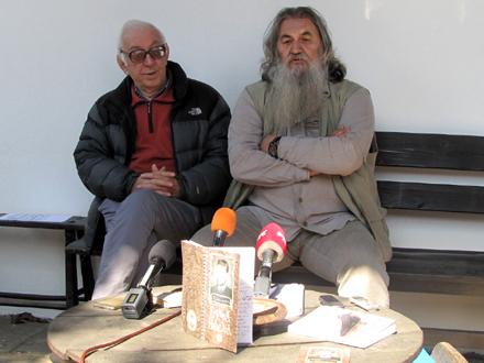 Zoran Davinić i Cera Mihailović, predstavnici Književne Zajednice FOTO: D. Ristić/OK Radio