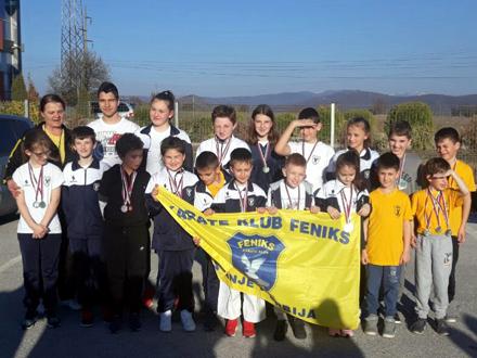 Osvojili 2. mesto u ekipnoj konkurenciji FOTO: KK Feniks