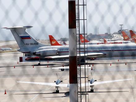 Ruski avion slikan na aerodromu blizu Karakasa FOTO: Reuters