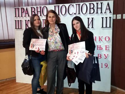 Učenice sa svojom mentorkom FOTO: OK Radio