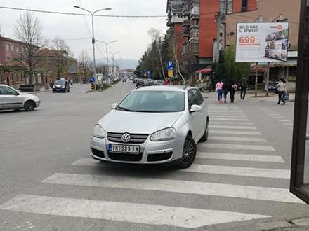 Bahato parkiranje u gradu. Foto: Lična arhiva
