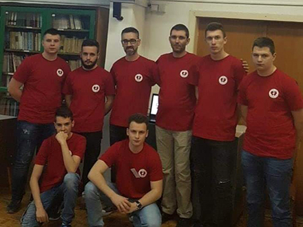 Učenici Tehničke škole sa profesorima. Foto: FB