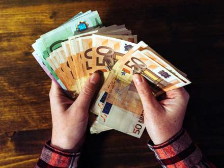 U torbi ostalo netaknuto 3.200 evra FOTO: Thinkstock