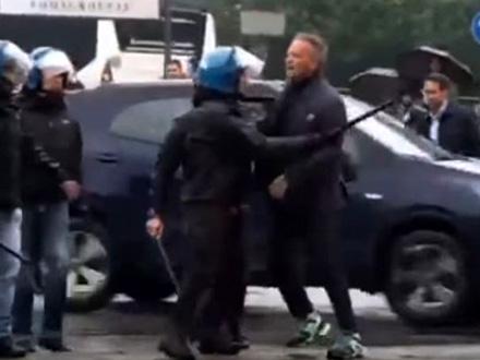 Policija zadržava Mihajlovića FOTO: YouTube/printscreen