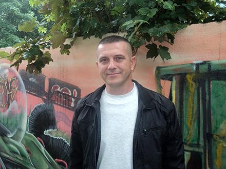 Slavoljub Mitić ispred redakcije OK Radija. Foto: S.Tasić/OK Radio