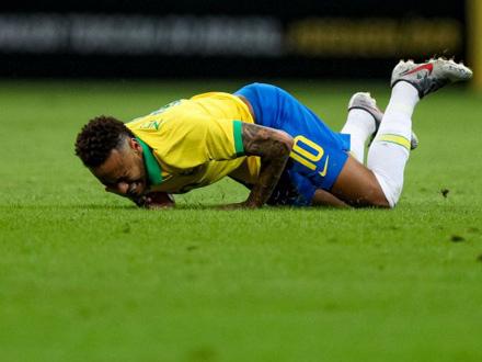 Povredio se u prijateljskoj utakmici protiv Katara FOTO: Getty Images