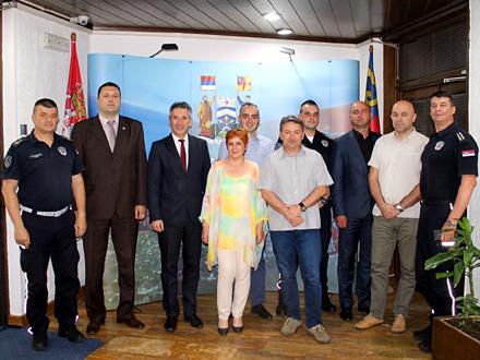 Najbolji službenici policije dobili poklone FOTO: vranje.org.rs
