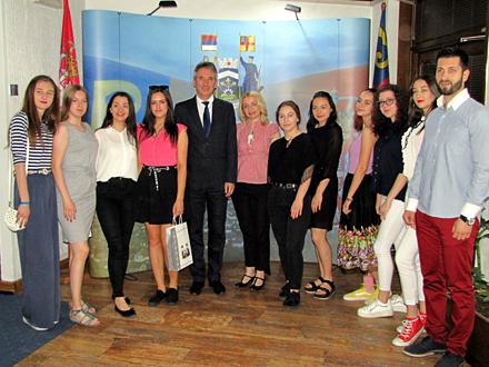 Zajednička fotografija u gradskoj kući FOTO: G. Mitić/OK Radio