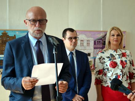 Edvin Sugarov na otvaranju izložbe FOTO: G. Mitić/OK Radio