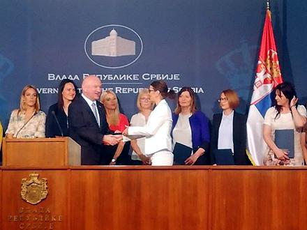 Ministar Popović na dodeli ugovora FOTO: vranje.org.rs/printscreen