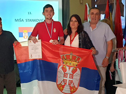 Miša Stanković sa mentorkom Vesnom Bogdanović FOTO: Gimnazija