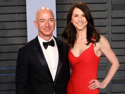 Bezos ipak ostaje najbogatiji čovek na svetu FOTO: Getty Images