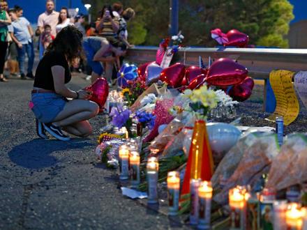 Građani odaju poštu stradalima FOTO: EPA