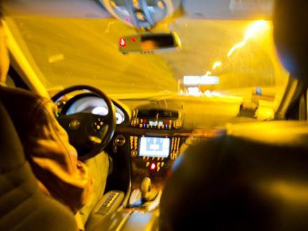 Uz pretnju nožem izbacio iz vozila taksistu FOTO: Profimedia/ilustracija