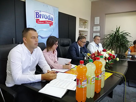 Menadžment Bivode sa novim proizvodima. Foto: S.Tasić/OK Radio