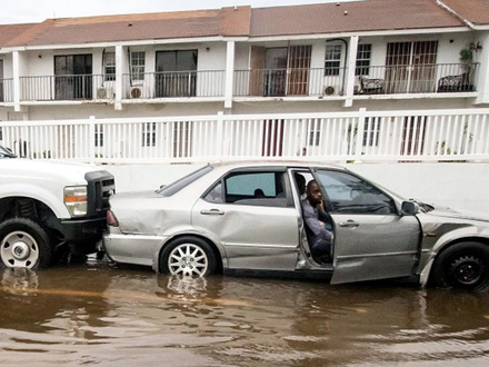 Ulice Bahama su poplavljene FOTO: Reuters