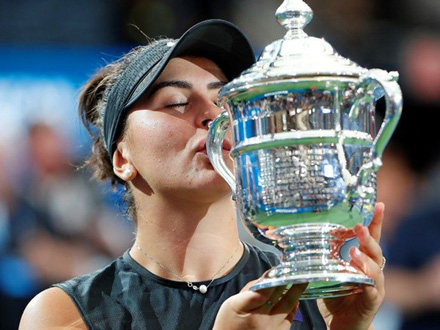 Tinejdžerka sa trofejem FOTO: Reuters