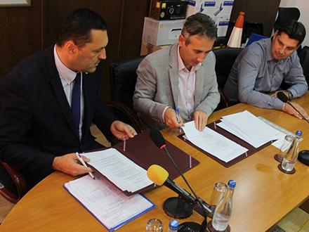 Sa potpisivanja ugovora. Foto: vranje.org.rs