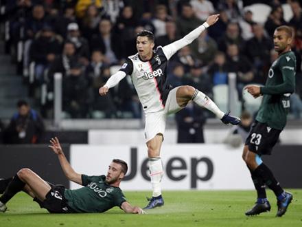 Kristijano Ronaldo postiže gol protiv Bolonje FOTO: AP